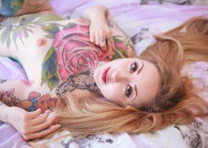 tatouage, la personne, gens, fille, femme, cheveux, mignonne, jambes, sexy, nu, blond, beauté, sourcil, peau, blond, lèvre, front, bras, œil, cool, cheveux longs, main, la photographie, cil, coloration de cheveux, séance photo, cheveux bruns, maquette, tatouage temporaire, plante, Photographie de portrait, modèle, oreille